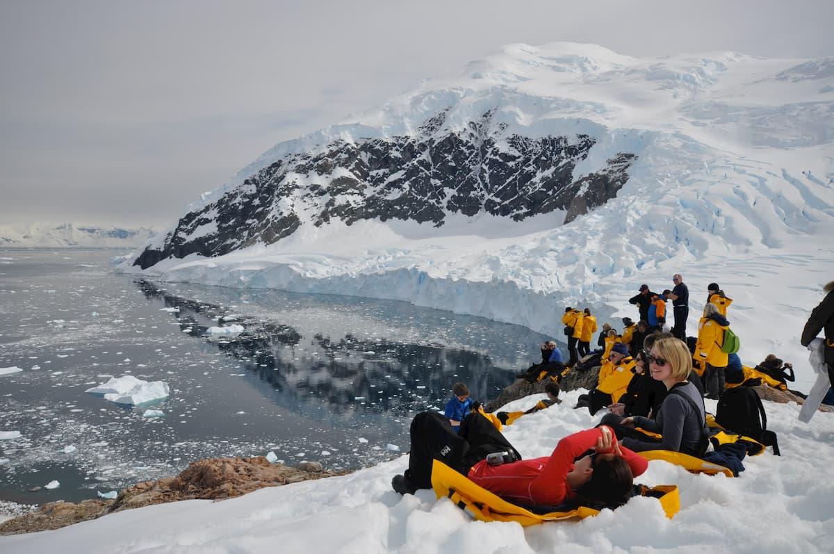 衛星写真で南極の氷に新たな亀裂、海面上昇、気候変動に影響も