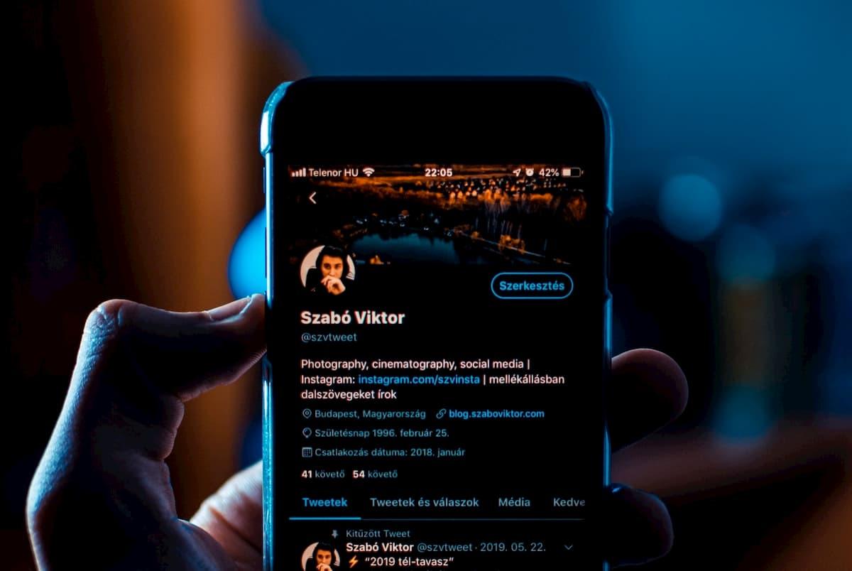 Twitterボットは2016年選挙より活発、Qアノン等の陰謀論の流布に貢献か