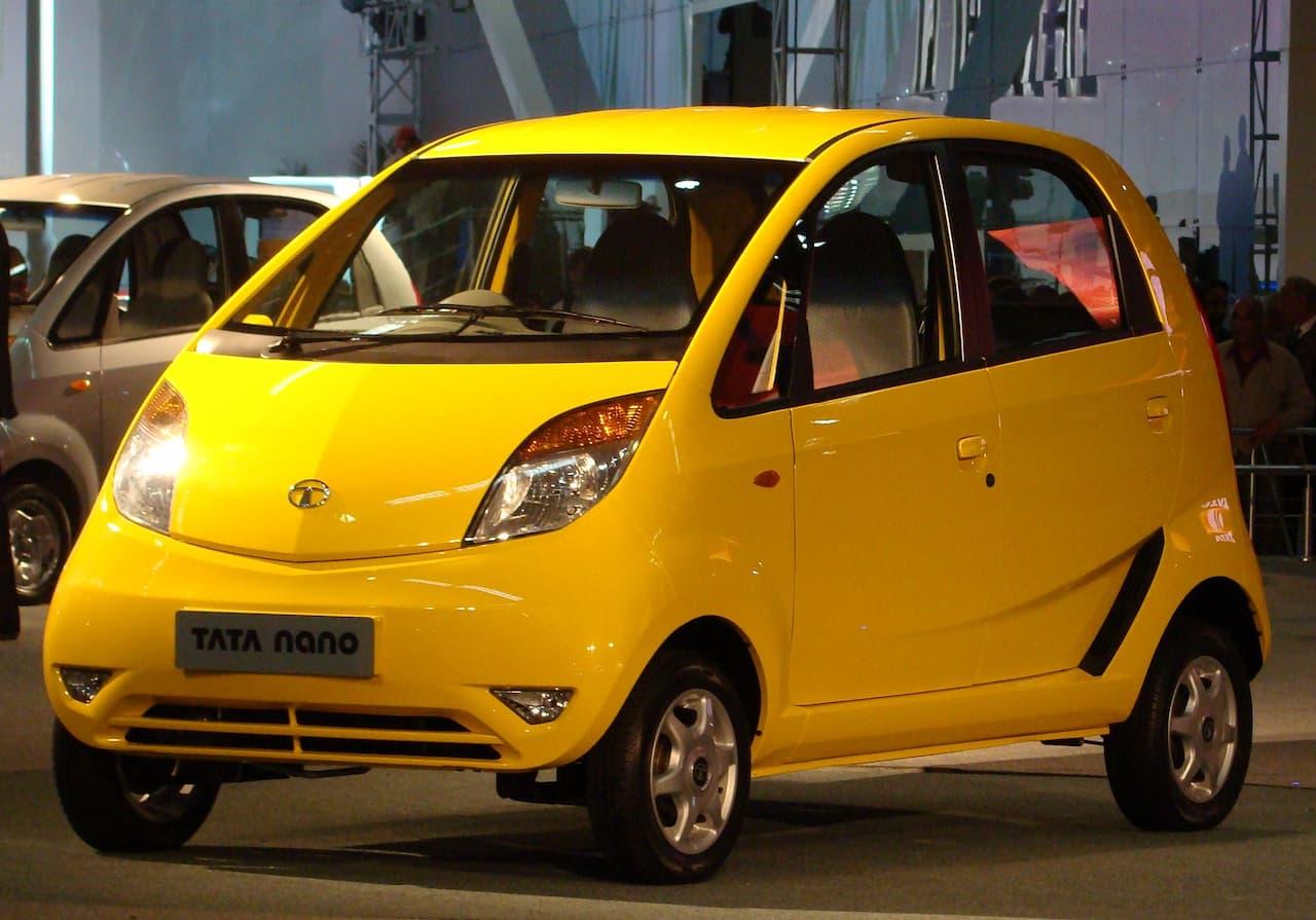 約21万円の世界最安の自動車Tata Nano by Sharad Baliyan Uploaded to wiki by en:user:nikkul Photograph By Sandeep Rathod (SanDev) https://www.flickr.com/photos/sandev/2191369613/